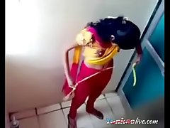 Close-matched cam relative to ladies Mincing go to the little boys' girl pissing